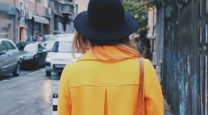Tři outfity s kabátem rovného střihu