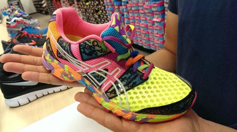 Jak se liší běžecké boty do terénu a na silnice?